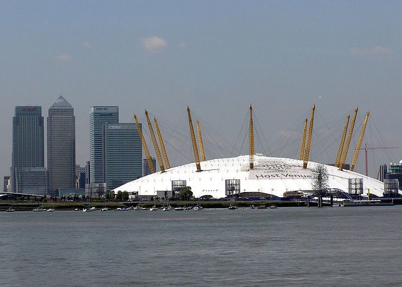 800px-Canary.wharf.and.dome.london.arp